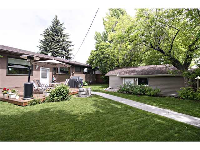Photo 19: 6520 LARKSPUR Way SW in CALGARY: North Glenmore Residential Detached Single Family for sale (Calgary)  : MLS® # C3623870
