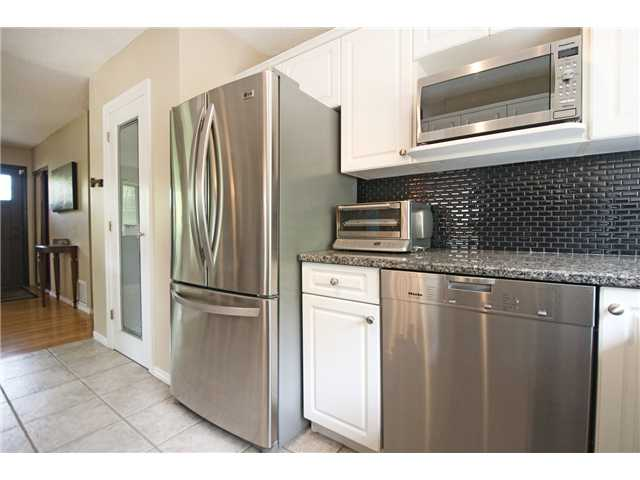 Photo 4: 6520 LARKSPUR Way SW in CALGARY: North Glenmore Residential Detached Single Family for sale (Calgary)  : MLS® # C3623870