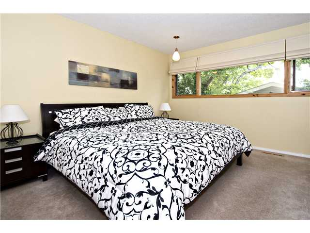 Photo 11: 6520 LARKSPUR Way SW in CALGARY: North Glenmore Residential Detached Single Family for sale (Calgary)  : MLS® # C3623870