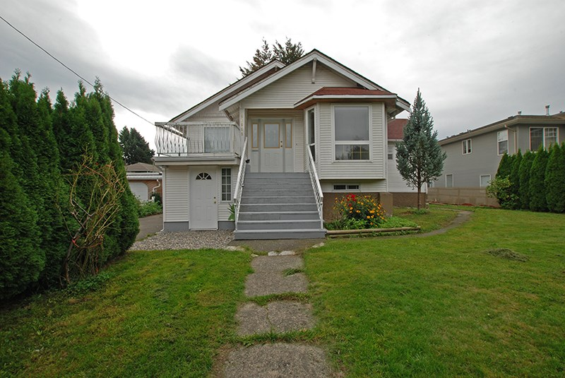 Main Photo: 46058 Second Ave. in Chilliwack: House for rent