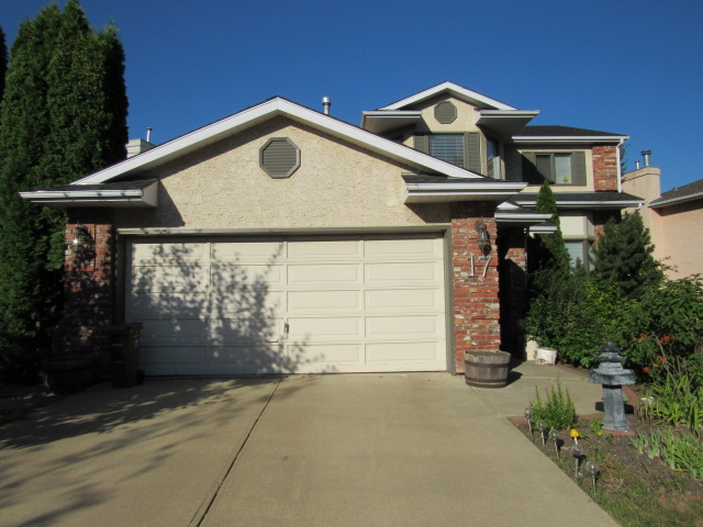 FEATURED LISTING: 17 Kingswood Drive St. Albert
