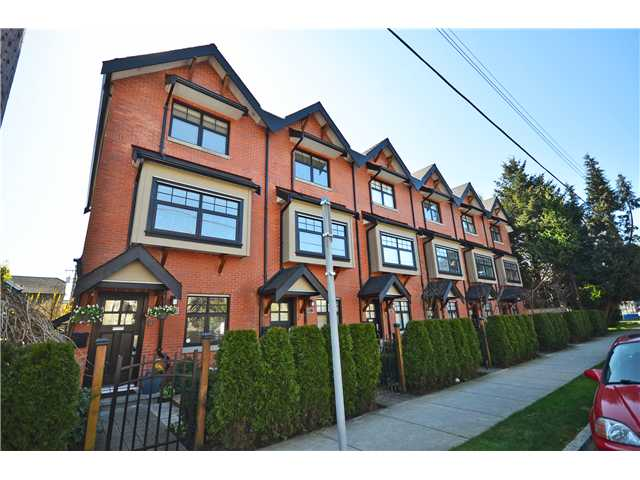 "Main Photo: 950 W 15TH Avenue in Vancouver: Fairview VW Townhouse for sale in ""THE CLASSIX"" (Vancouver West)  : MLS®# V997844"