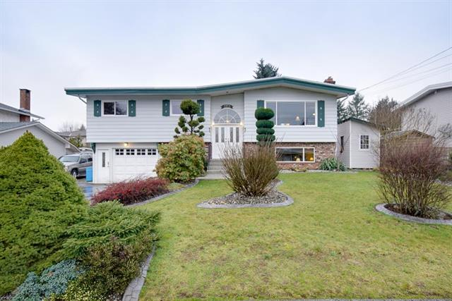 Main Photo: 2074 Majestic Crescent in Abbotsford: Abbotsford West House for sale : MLS®# R2030900