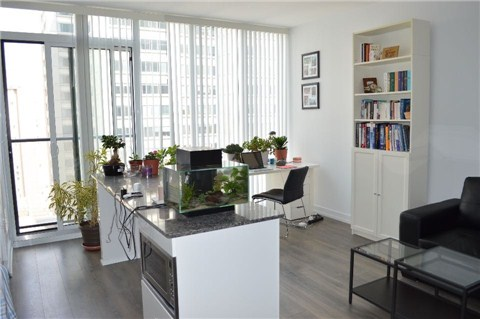 Photo 7: 426 University Ave Unit #1809 in Toronto: University Condo for sale (Toronto C01)  : MLS® # C3196498