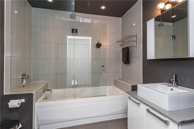 Photo 6: 60 Bathurst St Unit #1003 in Toronto: Niagara Condo for sale (Toronto C01)  : MLS® # C3274134