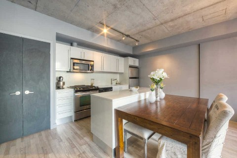 Photo 3: 25 Oxley St Unit #401 in Toronto: Waterfront Communities C1 Condo for sale (Toronto C01)  : MLS® # C2814652