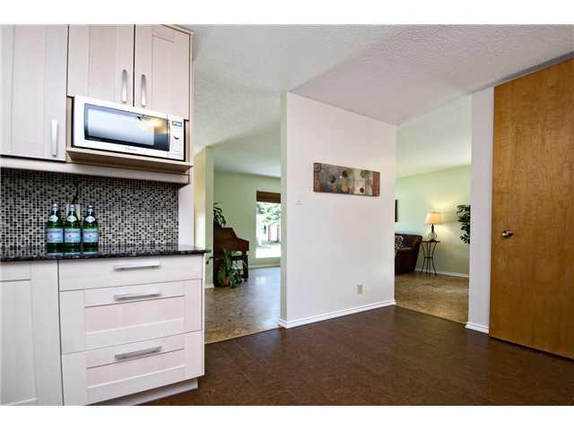 Photo 4: 3611 LOGAN Crescent SW in CALGARY: Lakeview Residential Detached Single Family for sale (Calgary)  : MLS® # C3580842