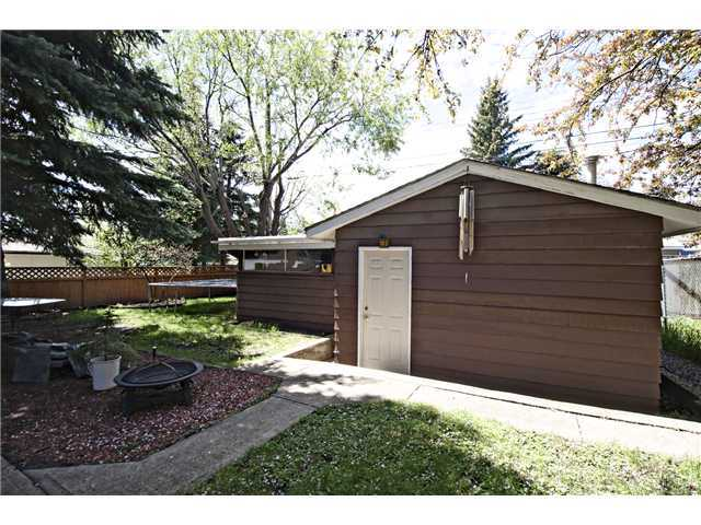 Photo 15: 3611 LOGAN Crescent SW in CALGARY: Lakeview Residential Detached Single Family for sale (Calgary)  : MLS® # C3580842