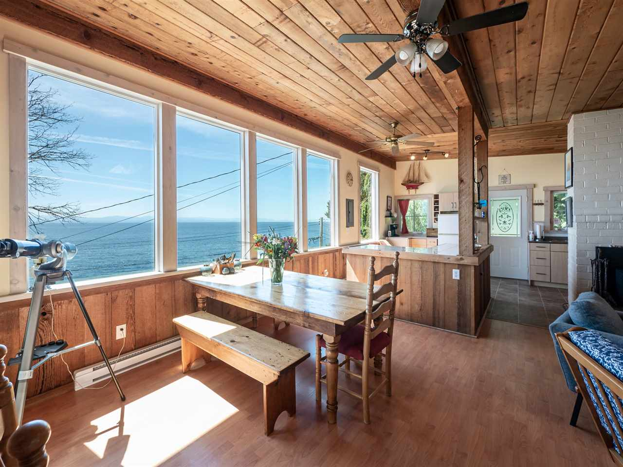 FEATURED LISTING: 1968 OCEAN BEACH Esplanade Gibsons