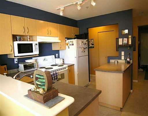 "Main Photo: 137 E 1ST Street in North Vancouver: Lower Lonsdale Condo for sale in ""CORONADO"" : MLS®# V597736"