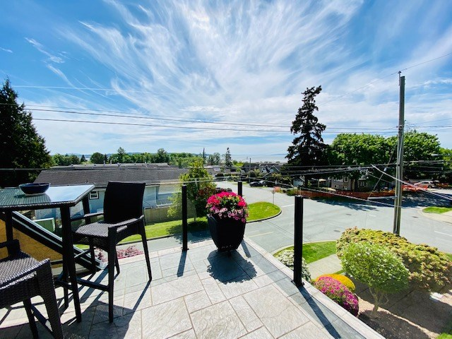 FEATURED LISTING: 906 STEVENS Street White Rock