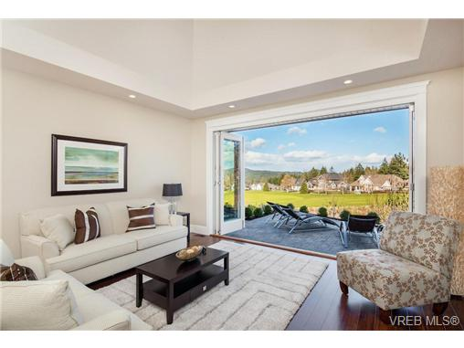 Main Photo: 2071 Hedgestone Lane in VICTORIA: La Bear Mountain Residential for sale (Langford)  : MLS® # 339240