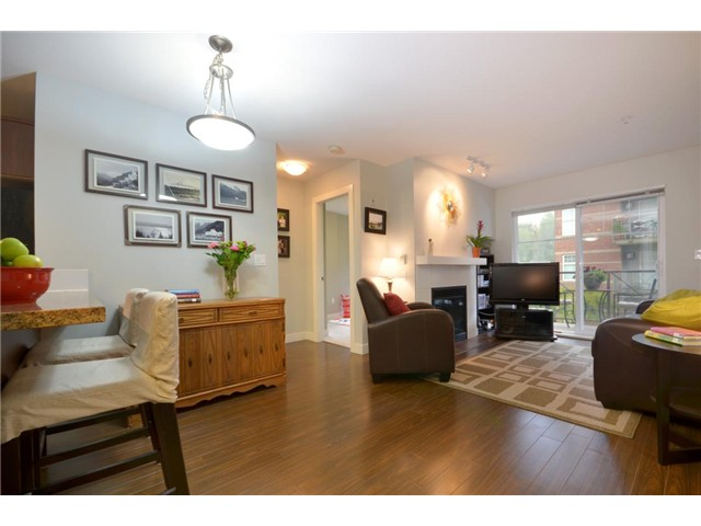 Main Photo: 207 3240 ST JOHNS Street in Port Moody: Port Moody Centre Condo for sale : MLS® # V972003