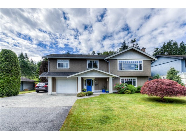 "Main Photo: 5340 WALLACE Avenue in Tsawwassen: Pebble Hill House for sale in ""PEBBLE HILL"" : MLS® # V1011943"