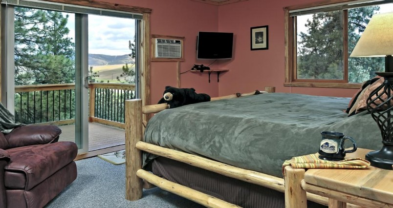 The Ponderosa Roon At The Blue Mountain Bed And Breakfast