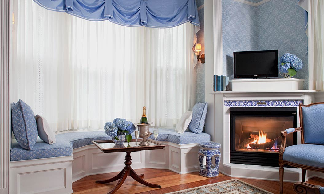 Newport RI Bed and Breakfast Deals - Flowers and Champagne