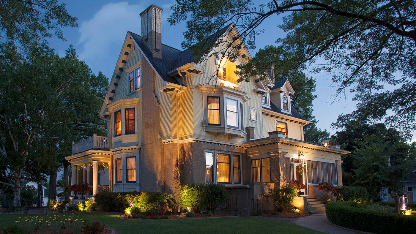 5 reasons to stay at our romantic Wisconsin Bed and Breakfast