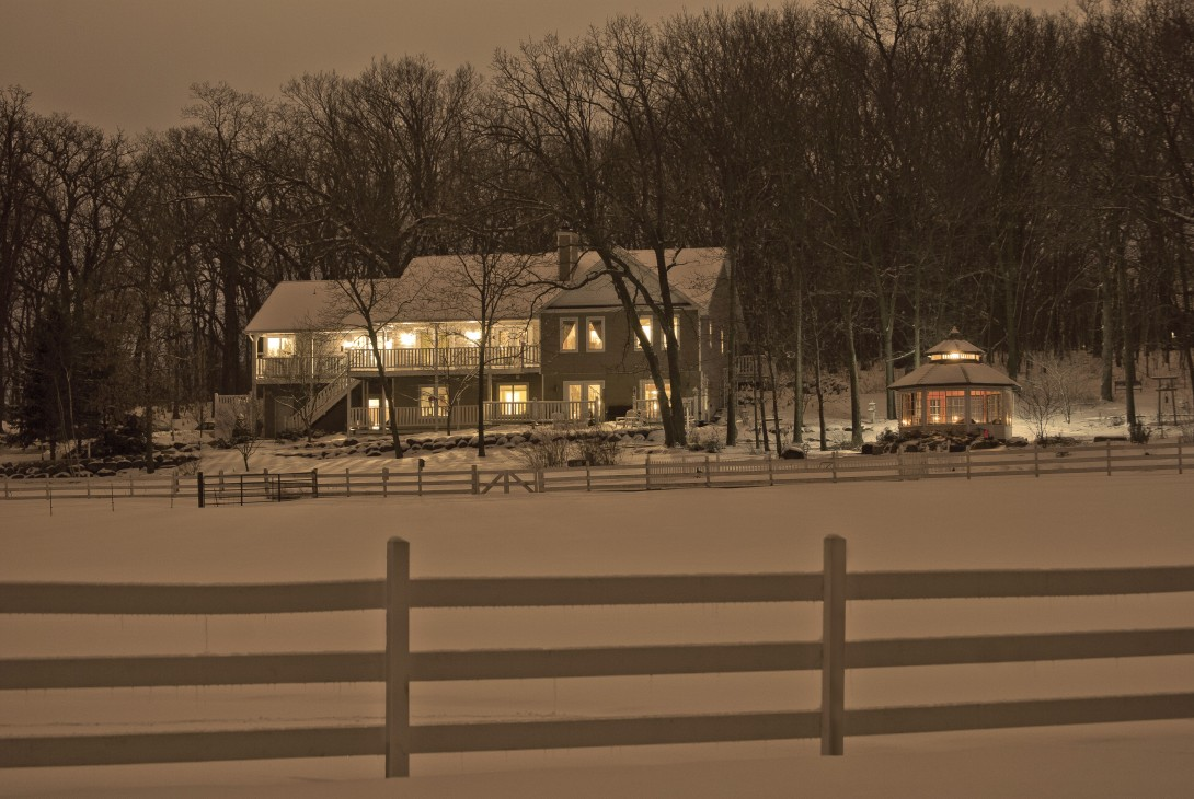 Night Inn with Snow