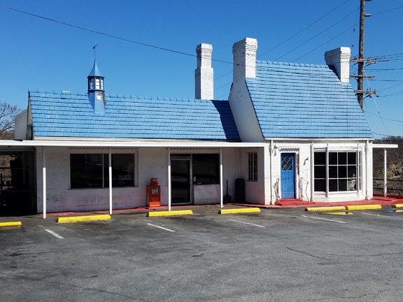 Exterior of The Texas Inn