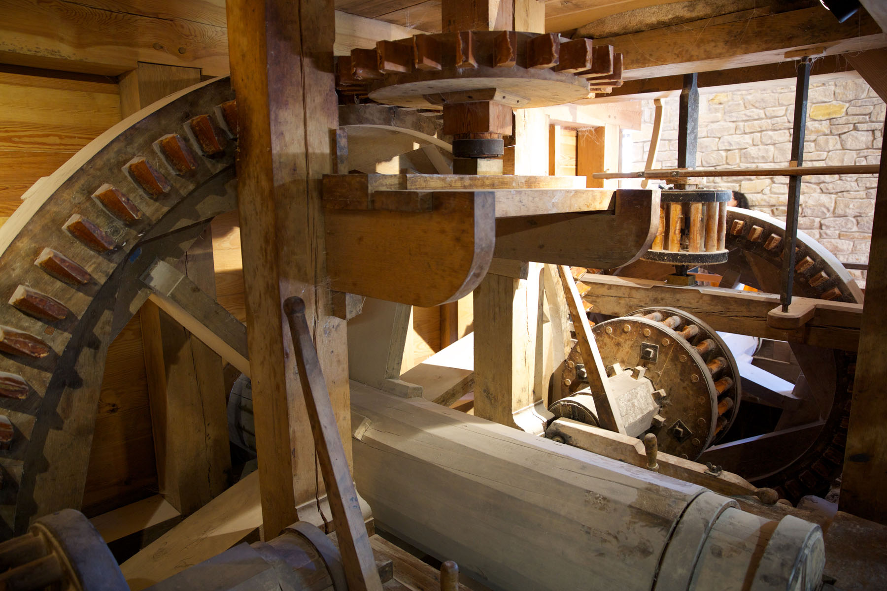 Explore the working gristmill and distillery, reconstructed on Washington's original sites