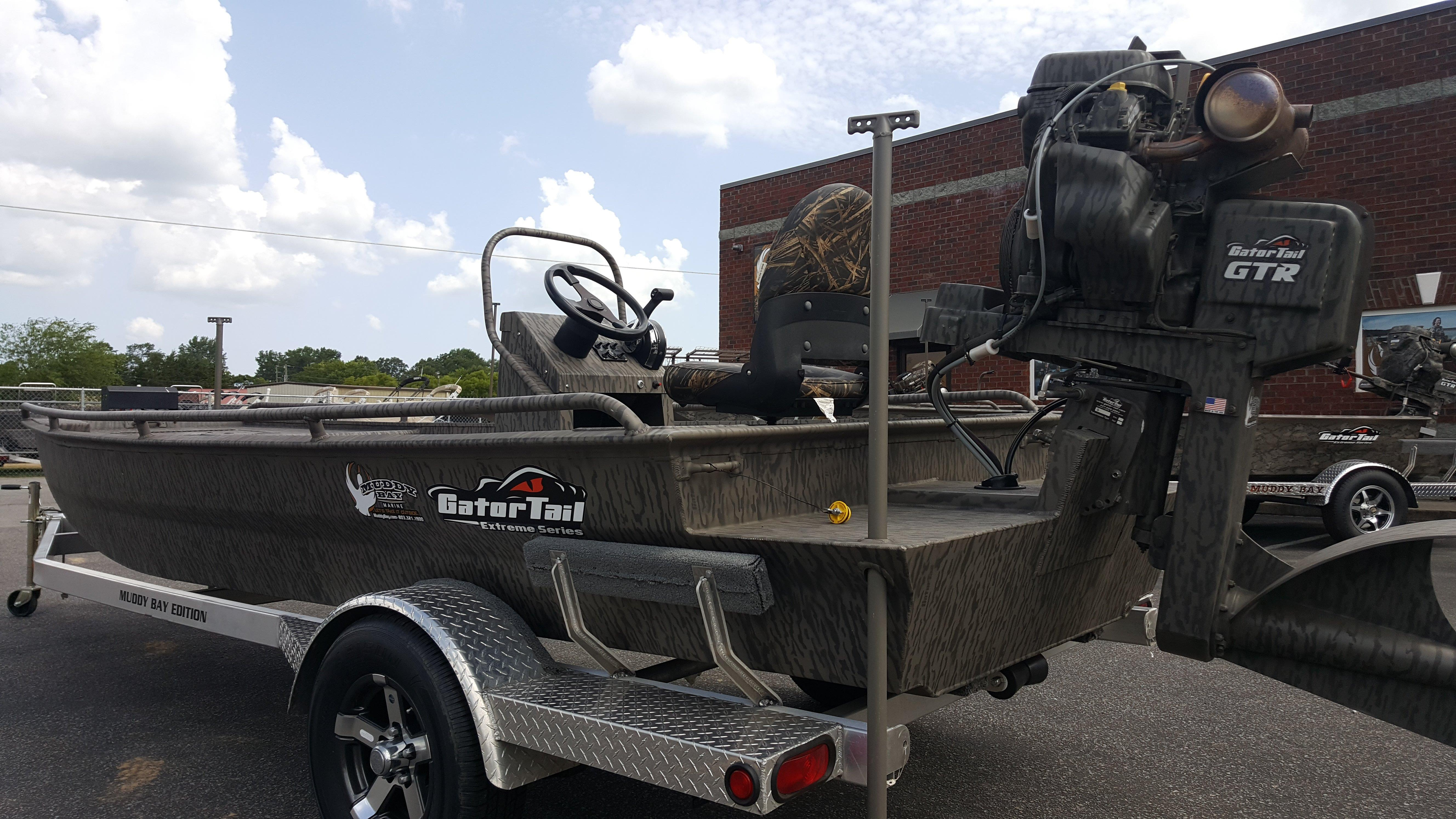 Muddy Bay Gator Tail 1854 Extreme Center Console