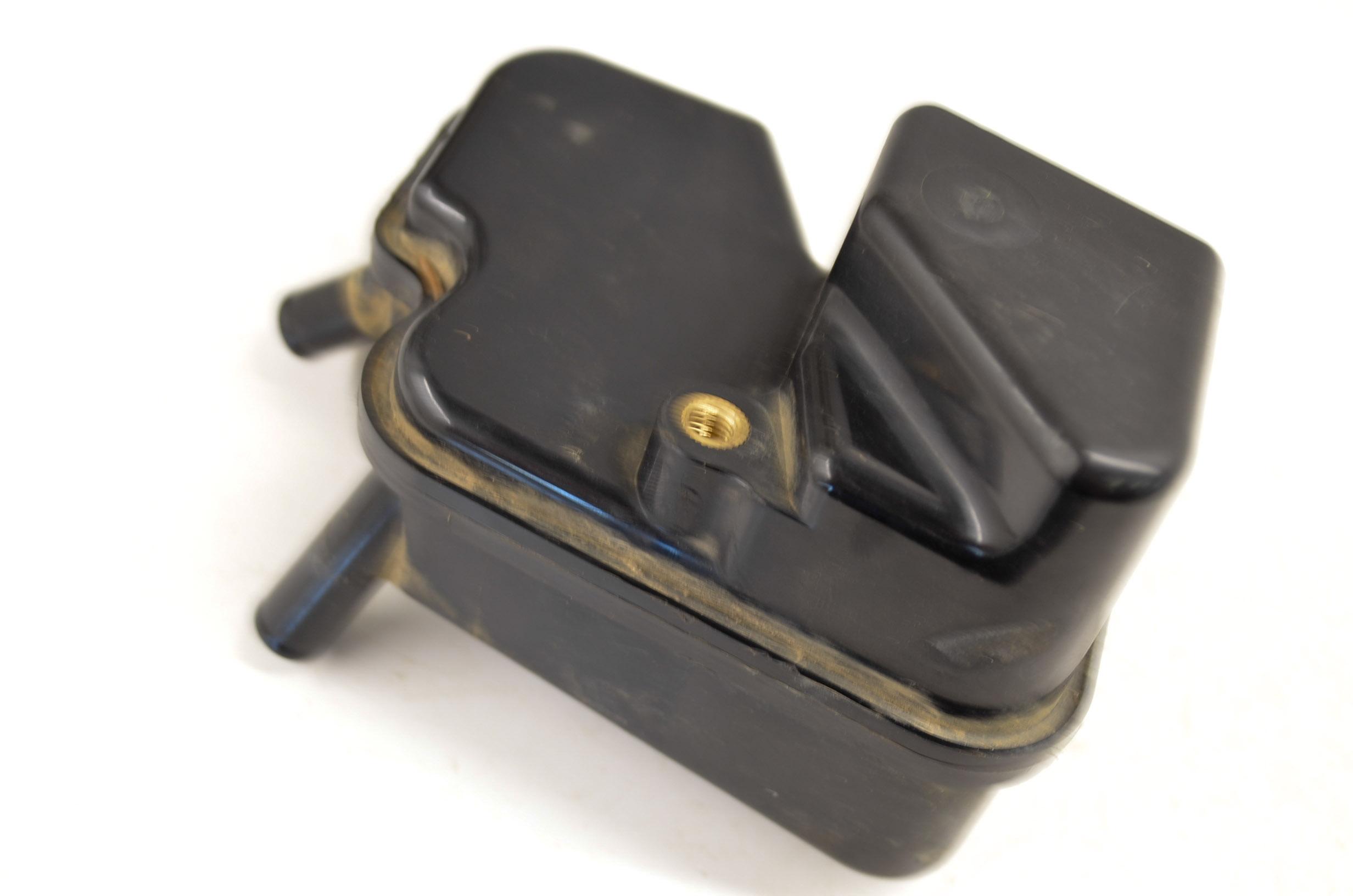 Details about 03 Suzuki LTZ400 Crankcase Breather Box Vent KFX400