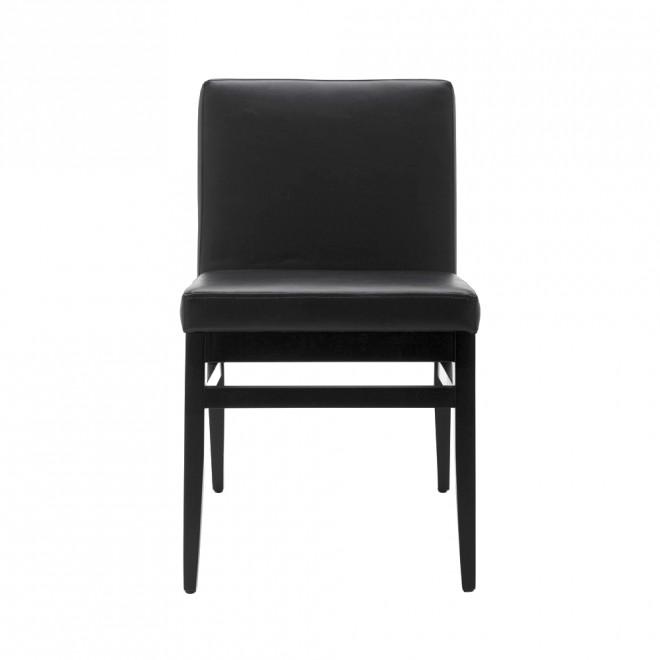 cadeira revestida em couro preto