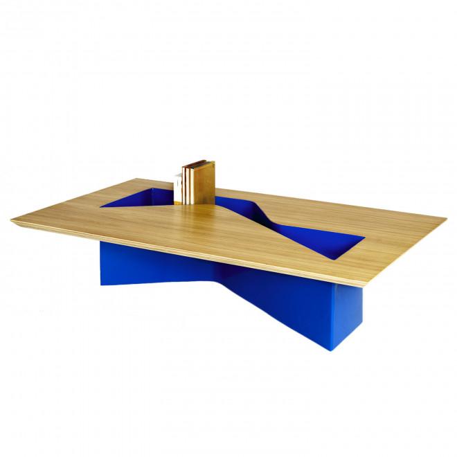 Mesa em madeira natural e chapa de aço