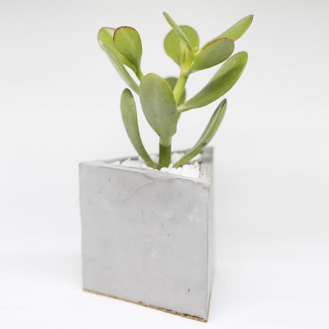 vaso triângulo em concreto