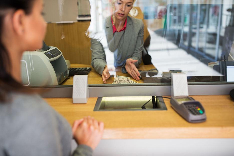 Resultado de imagen de Adolescentes están a un paso de poder abrir cuentas bancarias