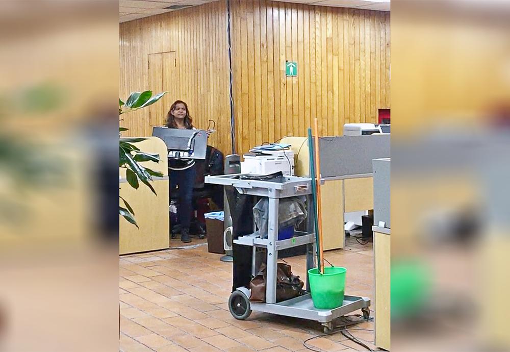 Resultado de imagen para Legisladores desalojan sus oficinas, se llevan cuadros y televisiones