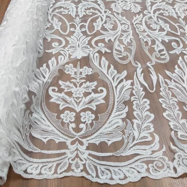 Tecido Tule Bordado Arabesco Off White (Folhas)