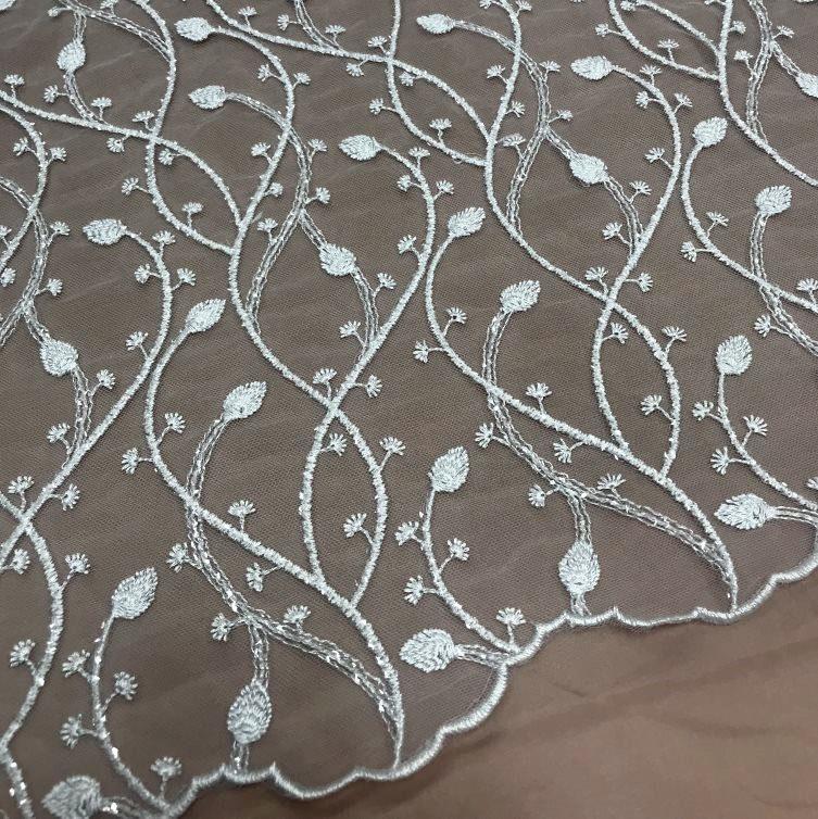 Tecido Tule Bordado com Paetês Brancos - Energia