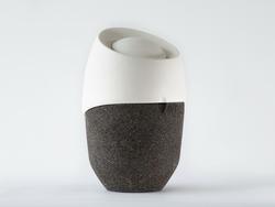 roots urne fun raire biod gradable qui devient un arbre muses design muses. Black Bedroom Furniture Sets. Home Design Ideas