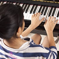 Music keyboard finger position practice