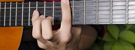 How to play licks and big stretch chords
