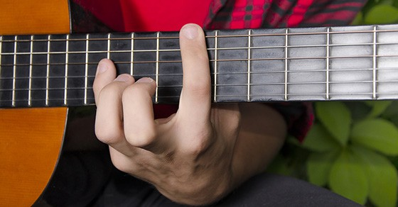 Mastering Big Stretch Chords Licks On The Guitar Music Industry