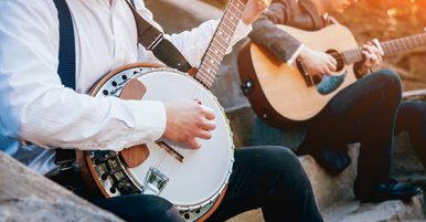 How to play bluegrass guitar licks, solos and leads
