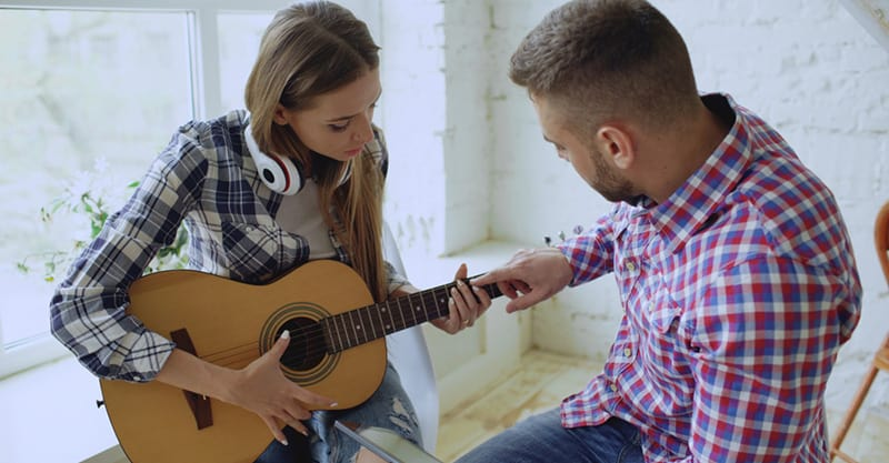 How Guitar Teachers Can Earn More Per Hour From Their Students