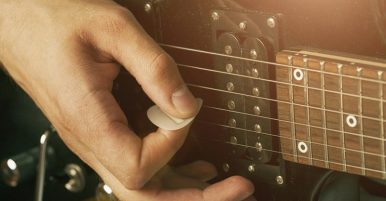 How To Hold A Guitar Pick Correctly