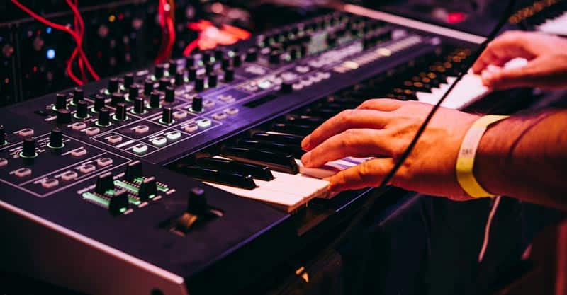 What Is A Synthesizer, And How To Use One For Beginners