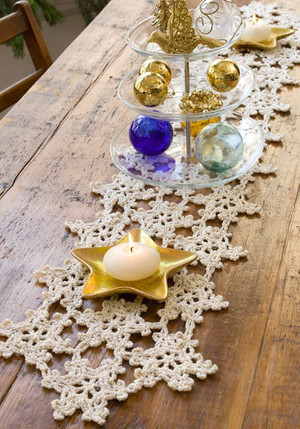 Snowflake Table Runner Pattern