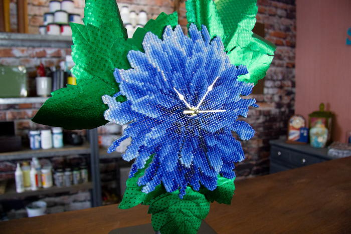 DIY: Diamond Art Dahlia Clock with Rinea Foiled Paper Leaves