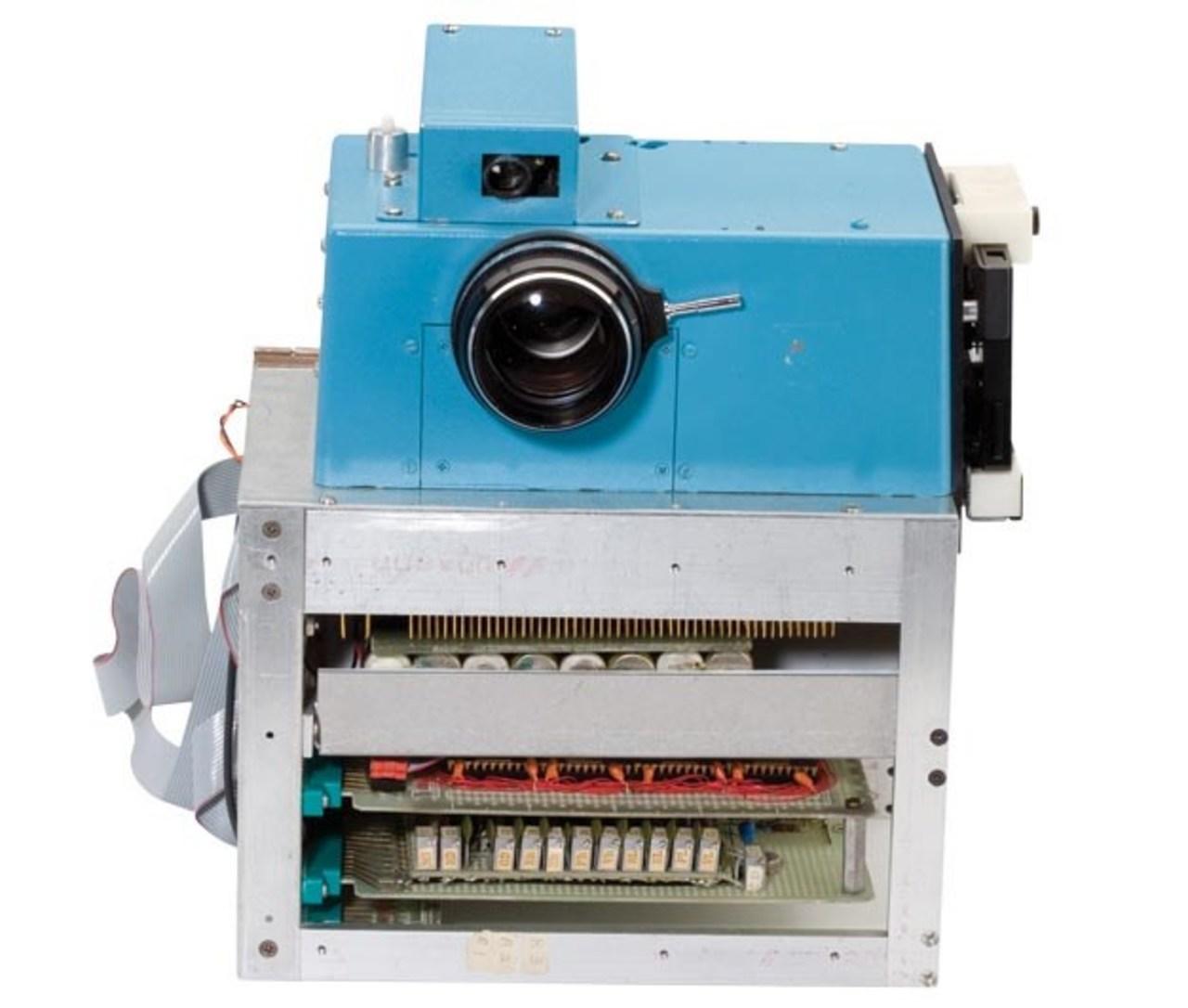 1aea43932d 01. Protótipo de câmera digital - Kodak (1975)  essa câmera fez a primeira  imagem digital da história!