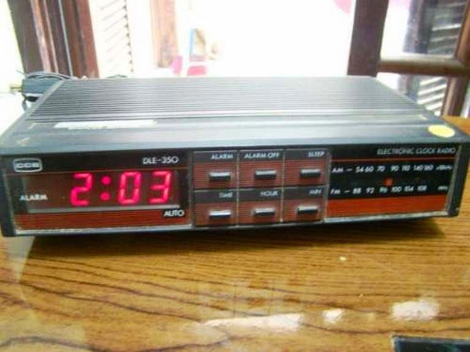 78fcb69c741 Rádio Relógio CCE DLE 350 - Muzeez