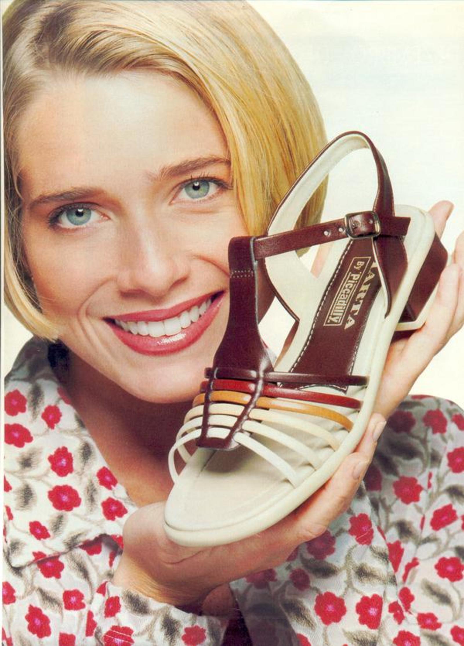 c7a51a09f3 Sapatos Picadilly - Coleção 1997 (Letícia Spiller) - Muzeez