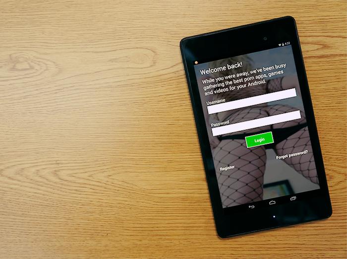 The login screen for the MiKandi app.