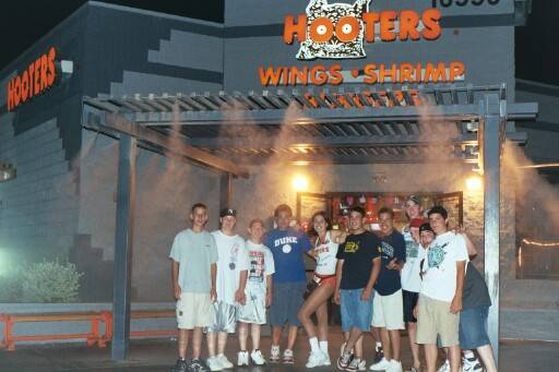 The team posed outside of the Peoria, Az. Hooters for a picture. Watch your hand, Willie!