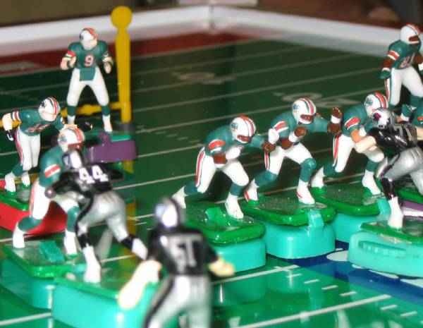 #9 OF THE FINS CALLS THE PLAY...