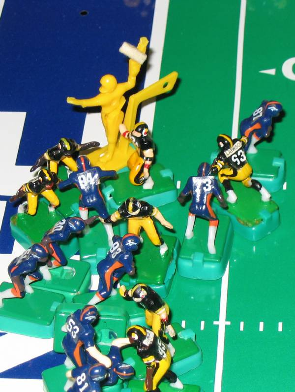 QB OFFTACKLE RUN.... HE SCORES!!!!!!!!